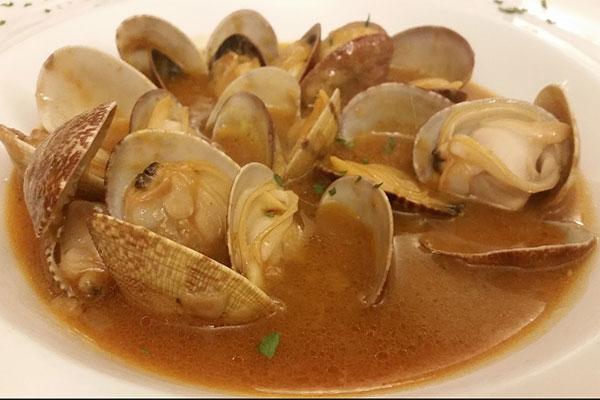 Restaurantes-de-Alicantes-Govana-almejas-a-la-marinera