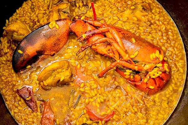 arroz-caldoso-con-bogavante-la-Falua-Benidorm-uno de los Restaurantes de Alicante