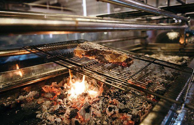 carnes-a-la-parrilla-para-comer-en-el-puerto-de-Alicante