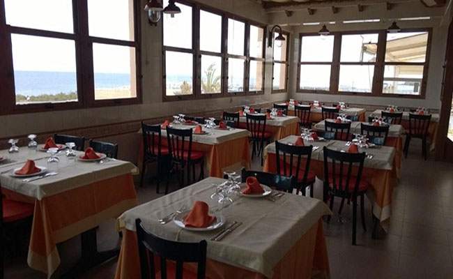 comedor-con-vistas-en-Tabarca-para-comer-en-Alicante-Restaurantes-La-Almadraba