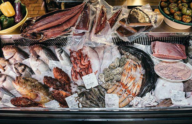 elegir-pescados-frescos-y-carnes-para-comer-a-la-brasa