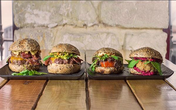hamburguesas-y-carnes-a-la-brasa-diversas-en-Alicante