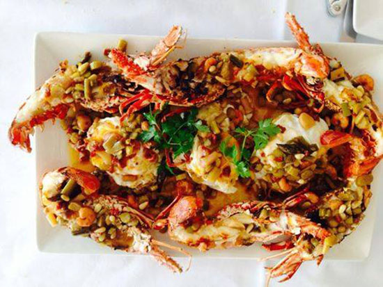 langosta-con-huevos-en-restaurante-de-Alicante-Santi